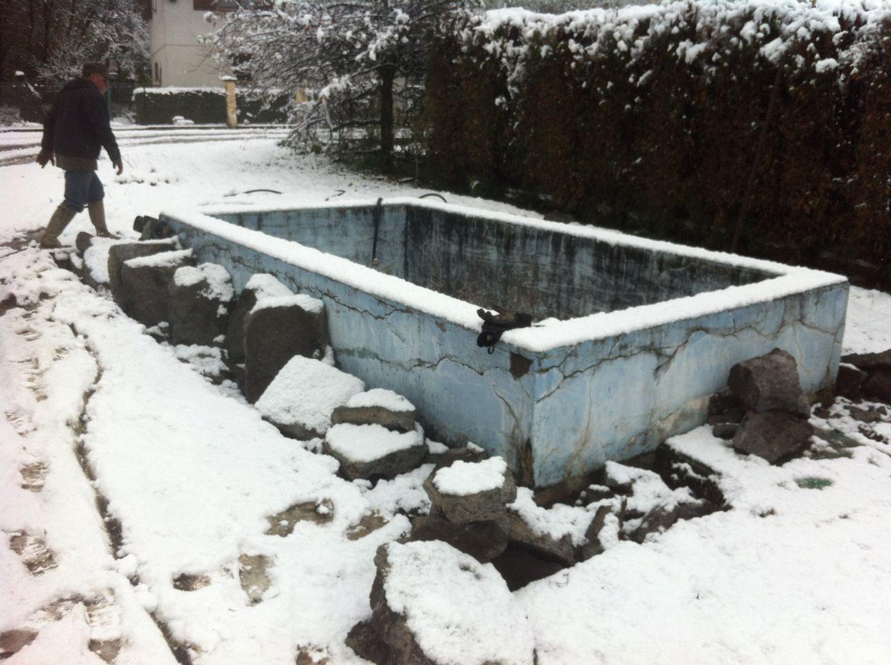 Volet roulant piscine neige for Accessoire piscine valence